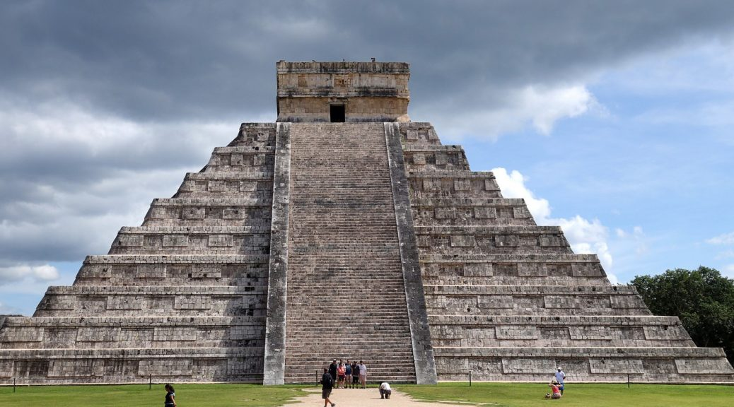 The magnificent piramid of Chichen Itza