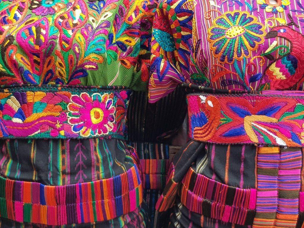 Chichicastenango-trajes-mayas